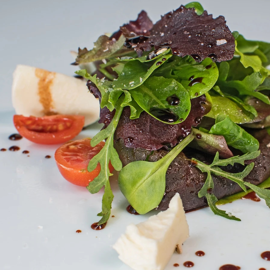 Mixed salad with White Truffle olive oil in spray and White Truffle Balsamic Vinegar